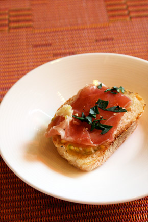 Bruschetta with parma ham