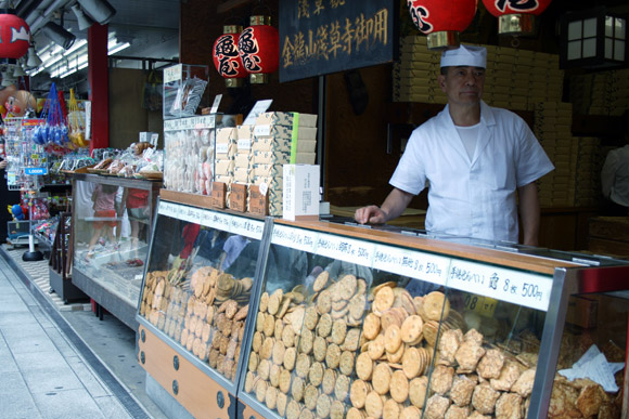Asakusa Rice cracker vender
