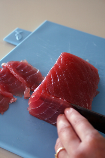 slice tuna against grain