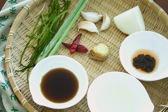 ingredients of tom yum paste